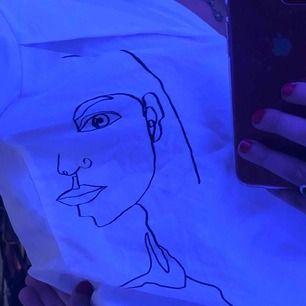 Jätte fin vit skjorta ifrån H&M, helt oanvänd!!🥰 frakt 30kr