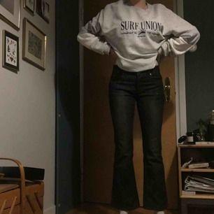 Kickfrard jeans jag har aldrog använt dom men köpta second hand. Jättebra skick en svart urtvättad färg. Titta gärna in min profil :))