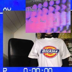 Äkta Dickies-tröja, köpt på Carlings för ca 2 månader sedan. Använd typ 1 gång, inte riktigt min grej <33 så i nyskick!!