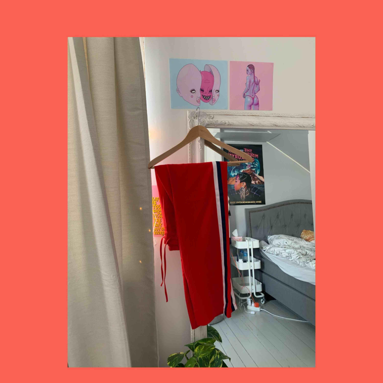 Balla brallor från Gina Tricot, streetstyle 🦋. Jeans & Byxor.