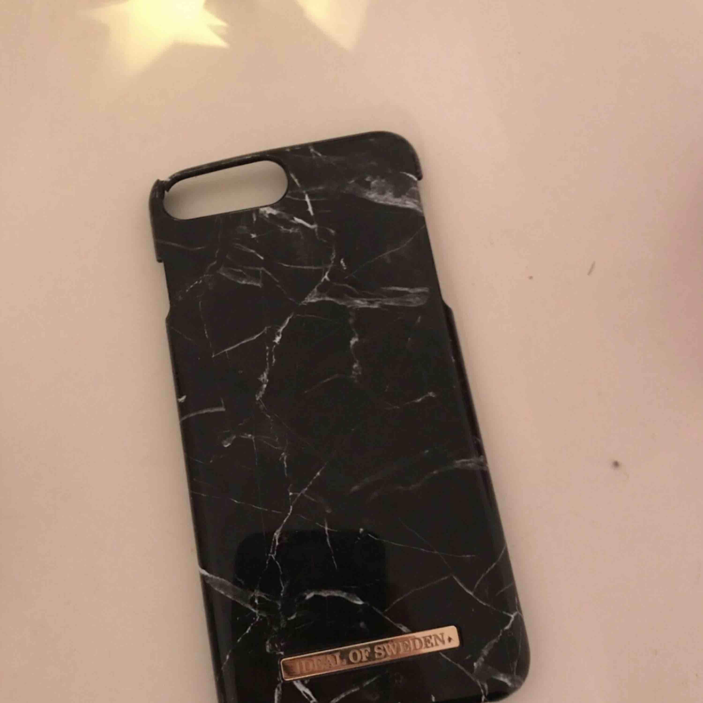 Ett nytt mobilskal från Ideal pf Sweden! Passar till:iPhone, 7+ & 8+! Fint skick!. Övrigt.