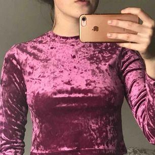 Snygg tröja från H&M, bra skick använd max 2 ggr. Står ej för frakt