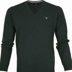 Gant tröja, basic men perfekt till outfiten. Funkar till både killar och tjejer. Älskar att ha sånna här tröjor att knyta över en randig tröja. Nysick