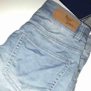 Ljusblå shorts, behövs strykas!