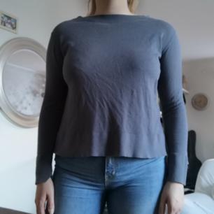 Fin långärmad tröja. Frakt ingår ej😊
