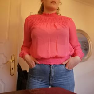 Knappt använd rosa blus. Frakt ingår ej😊