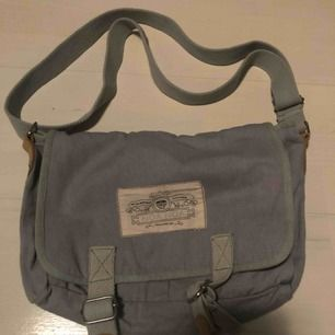Säljer två helt oanvända noa noa väskor i färgerna blå och vit!