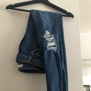 Gina curve jeans. Hög midja. Använda en gång.   Frakt tillkommer på 55. Kan mötas upp i Kalmar.