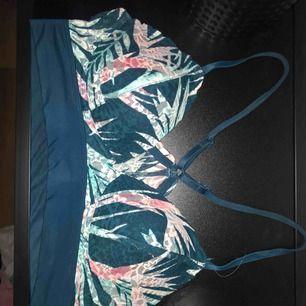 Bh från Pink Victoria's Secret. Säljer pga för liten storlek för mig. Köpt i London för cirka 2 år sen. Köpare står för frakt.