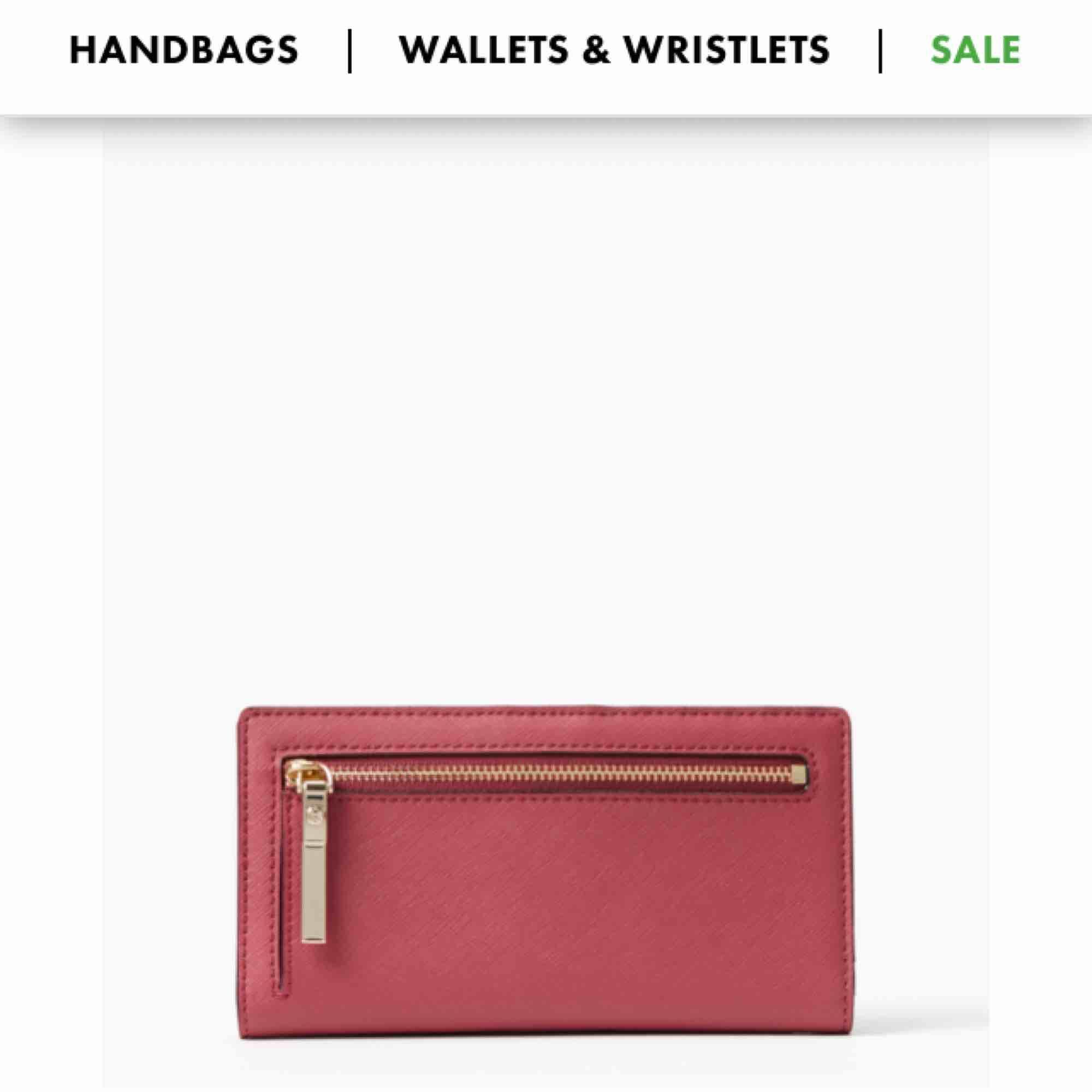 Säljer min Kate spade plånbok, köpt på NK för 1950kr. Näst intill oanvänd. Den är röd( första bilden) dem två sista bilderna är en annan färg som visar hur de ser ut inuti och bak❤️. Accessoarer.