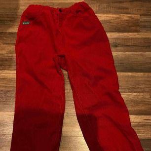 Röda manchester byxor från Humana!