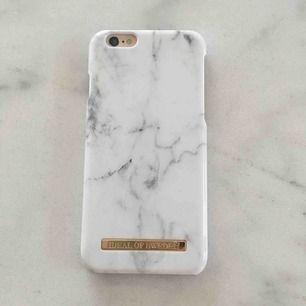 Idealofsweden skal som aldrig är använt. Säljs på grund av ny mobil så kan inte använda skalet.  Passar iPhone 6 och 6s. Nypris 299kr säljes för 100kr  Köparen står för frakten.