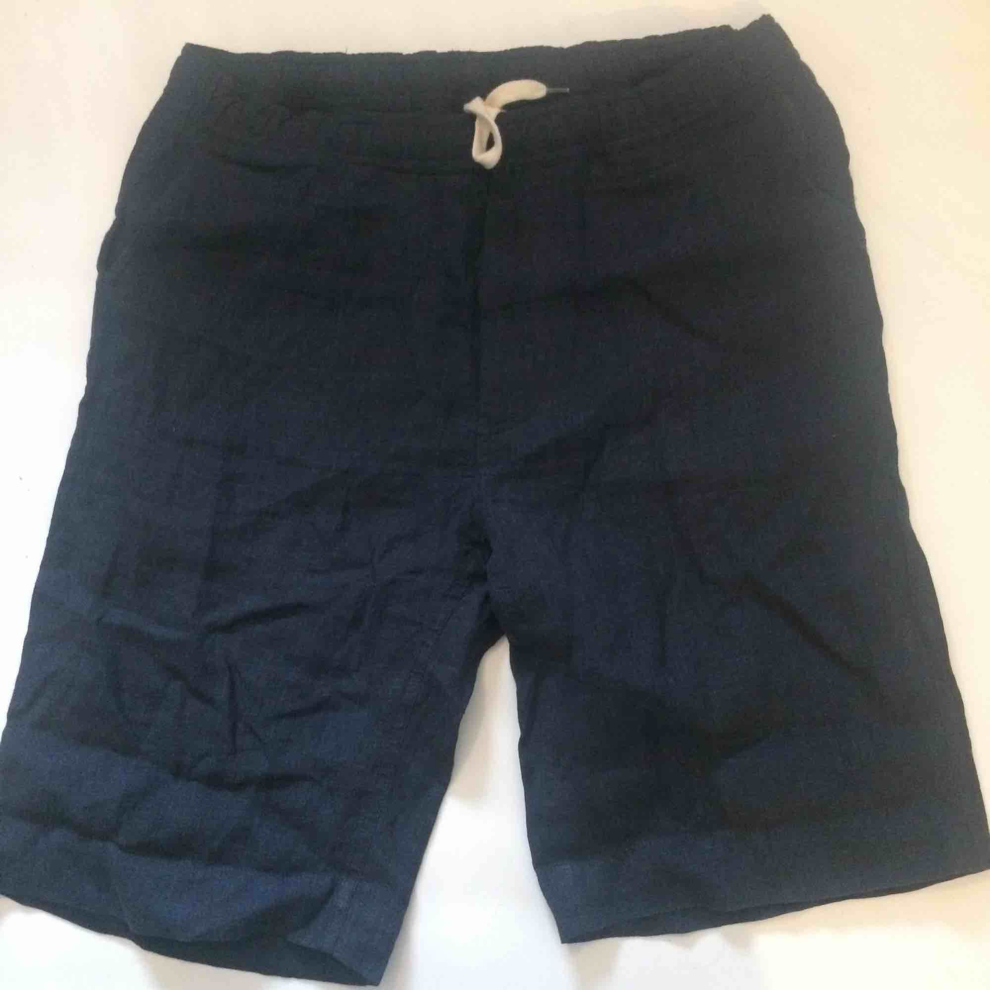 Our Legacy navy blue linen shorts, easily adjusted to fit smaller sizes . Jeans & Byxor.