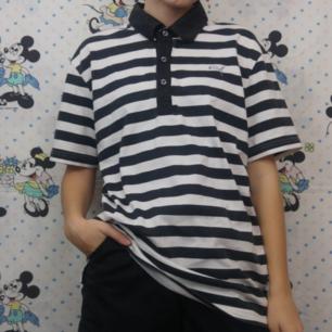 Supersnygg unik randig puma-tröja med regnbågsfärger på ryggen. Är lite grå i de svarta färgerna men bortsett från det är den i tiptop skick! Köparen står för frakten, samfraktar gärna 😊👍