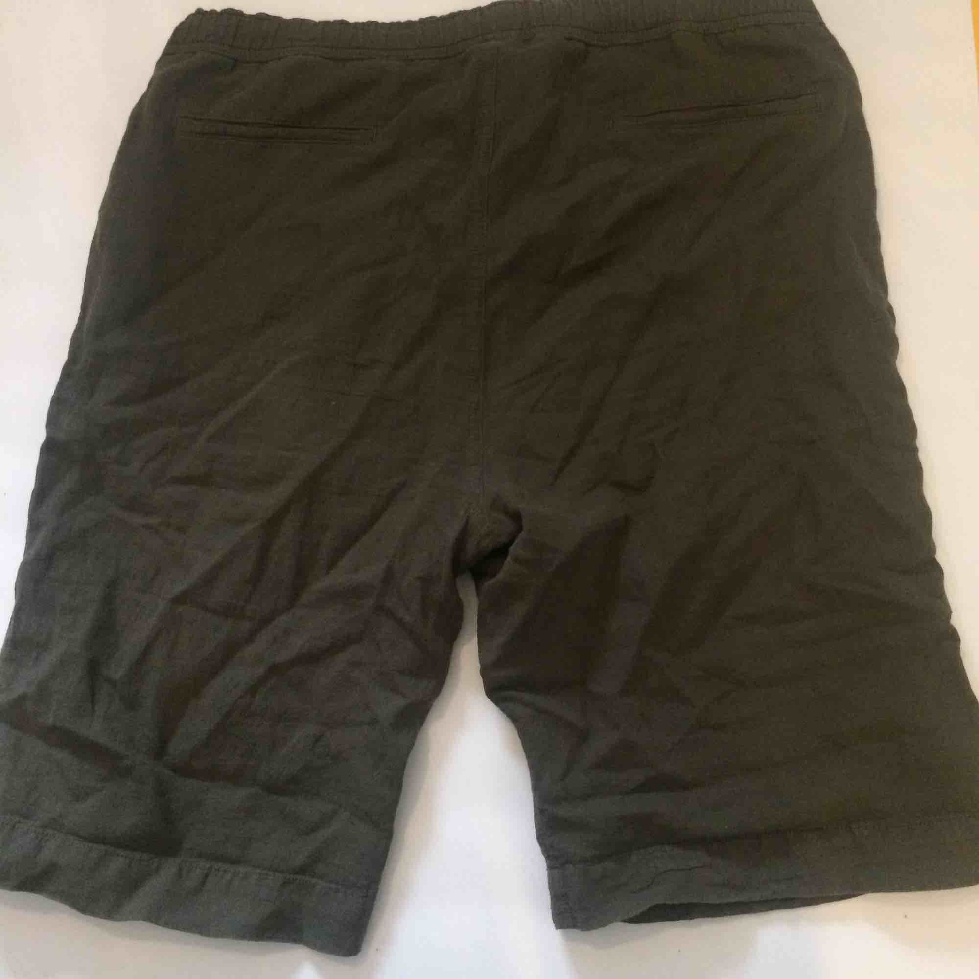 Our Legacy clay olive shorts, easily adjustable to fit smaller sizes. Jeans & Byxor.