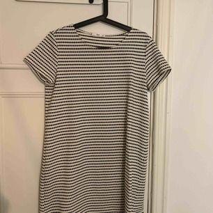 Jättefin T-shirt klänning från Mango