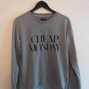 Grå, skön tröja från Cheap Monday.    Meet-up i Gbg. Samfraktar gärna. ✨