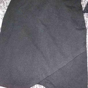 En basic kjol från Gina tricot. Kan fraktas