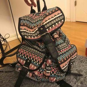 jfr väska sönder på ena lilla facket (se bild 2) köpt för 400kr