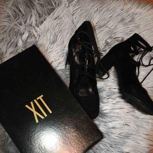 Fina mattsvarta klackskor, stl 39❤️ Använd den en gång, så skorna är i fint skick✌🏻