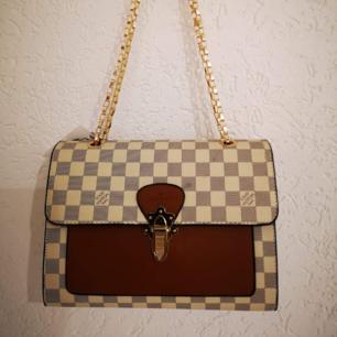 Louis Vuitton .hand och axelrem väska  a kopia Hämtas kan frakta spårbar köparen betalar 65 kr