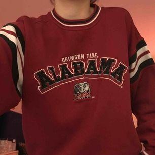 en mysig oversized college tröja köpt second hand!