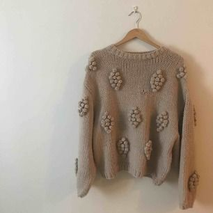 Snygg & bekväm tröja från Wera storlek XS men passar allt mellan XS-L då den är väldigt stor och pösig i modellen