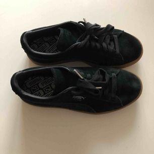 Mocka sneakers från puma, använda 4 gånger max. 50 kr frakt tillkommer 😊