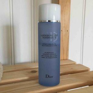 Purifying toning lotion från Dior ⭐️ Efter några användningar insåg jag att den inte passade min hudtyp, 2/3 kvar av 200ml.