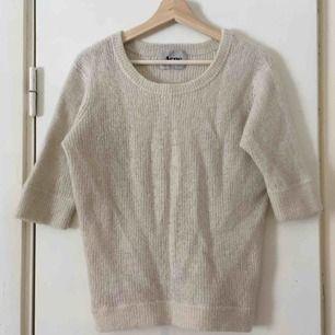 Mjuk tröja i ullblandning från Acne. En aning krympt varav den blev ganska tät = ännu varmare 😊