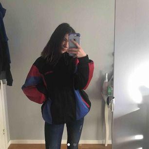 Köpare står för frakt!! Jättefin oversized jacka/tröja