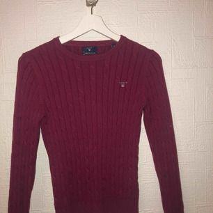 Säljer min äkta gant tröja som jag köpte i gants egna butik för ungefär 1 år sedan. Knappt använd och den är i väldigt fint skick❤️