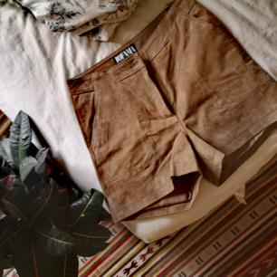 Shorts från jofama i äkta skinn, oanvända då de är för stora i midjan på mig! Kan ta fler bilder och skicka om så önskas ☀️