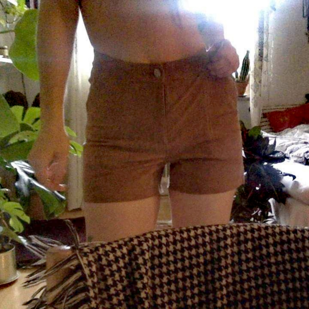 Shorts från jofama i äkta skinn, oanvända då de är för stora i midjan på mig! Kan ta fler bilder och skicka om så önskas ☀️. Shorts.