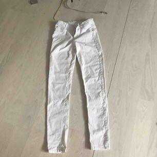 Fina vita jeans i bra skick