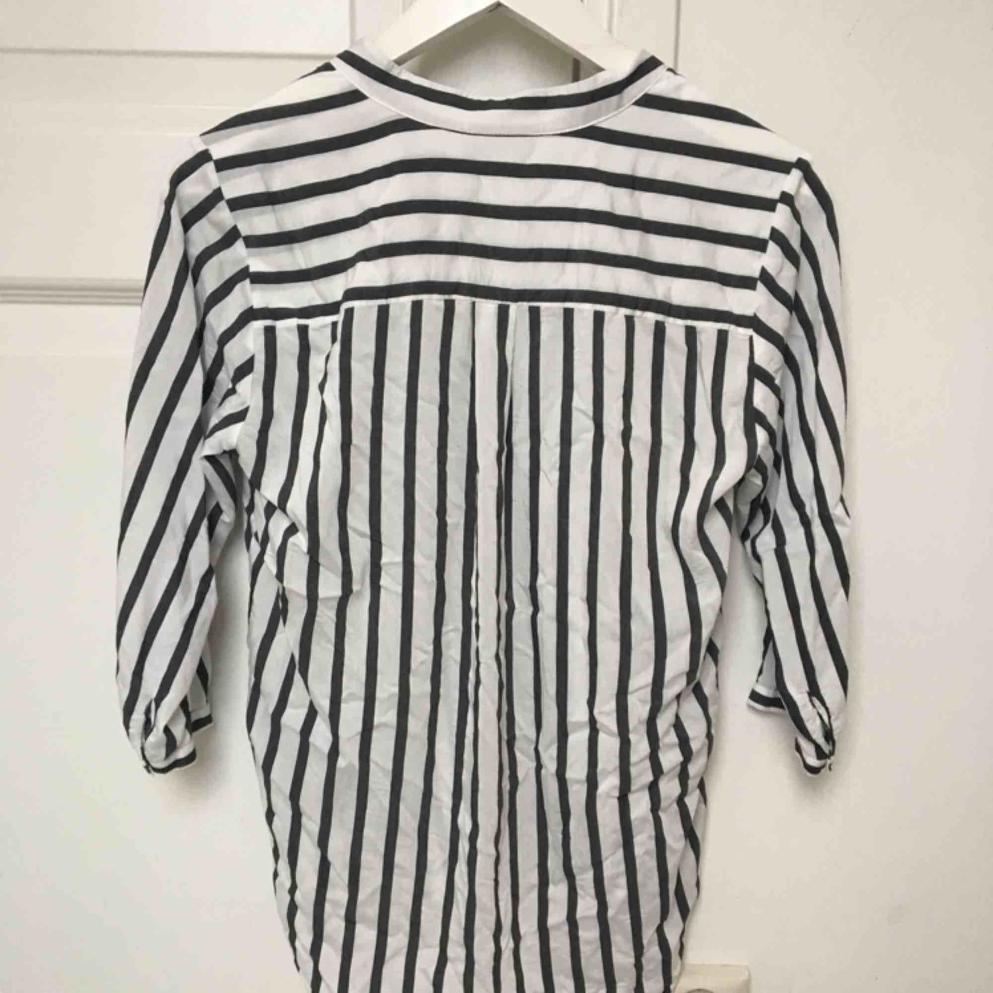 Så snygg skjorta från Vero Moda med trekvartsärmar.  I så fint skick!🕊🕊. Skjortor.