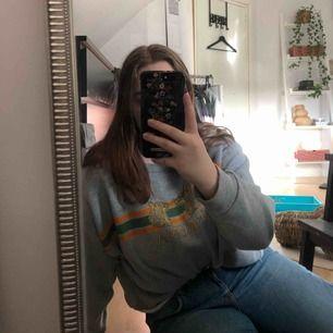 Sweatshirt med tigerprint från primark. Strl 46 men är mer som en 40. Köpte fel strl :/  Priset är inklusive frakt. Tar endast swish!