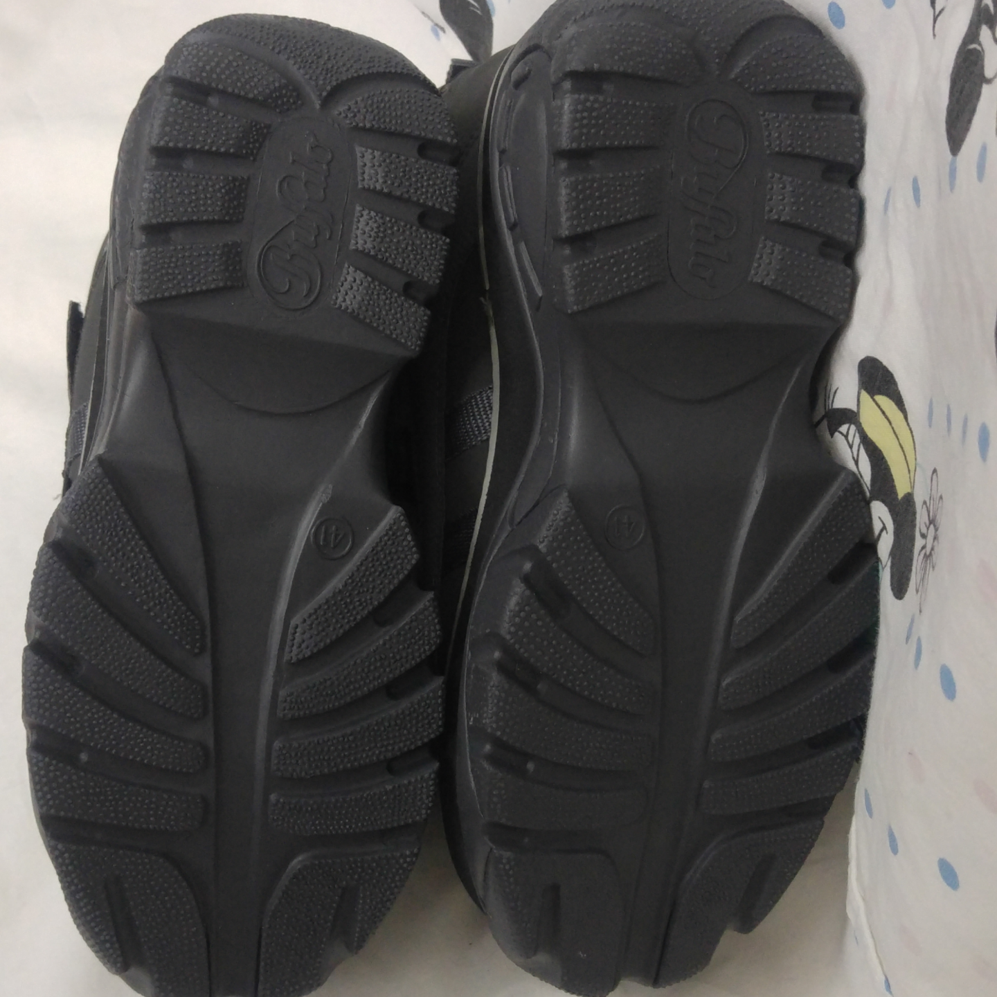 SO FUTURE Unused Buffalo shoes, shipping is included in the price! 90% sure they were bought in the 90s. What is so unique about these is that they are lined with super-soft fake fur, have never seen this before!. Skor.