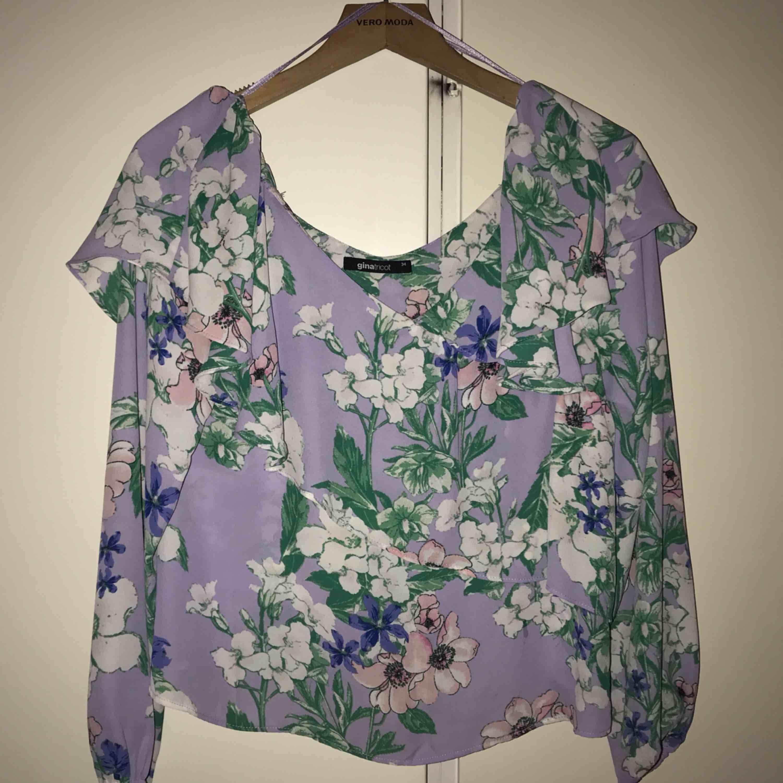 Ny blus/tröja från Gina tricot. Kom med prisförslag :). Väskor.