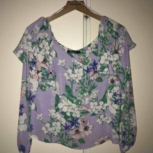 Ny blus/tröja från Gina tricot. Kom med prisförslag :)