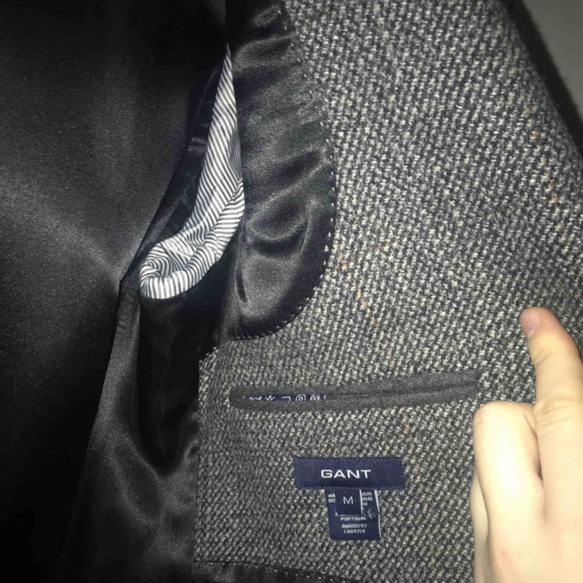 Elegant ullrock från Gant i storlek M. Varm och bekväm med otrolig passform. 10/10 condition. Knappt använd.  Köptes från Herr Judit på Södermalm för 1800kr.  Kontakta om du vill ha mer bilder.. Jackor.