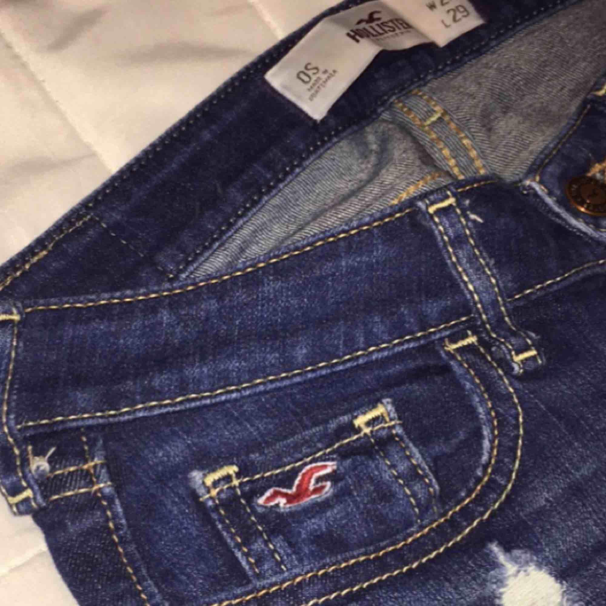 Sparsamt använda Hollister jeans. Har en liten