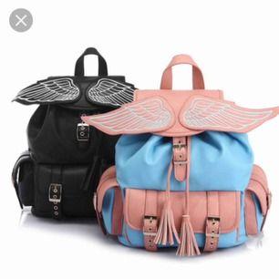 Har en svart väska som på bilden till salu