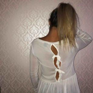 Transparent tröja med rosetter på baksidan! 🎀