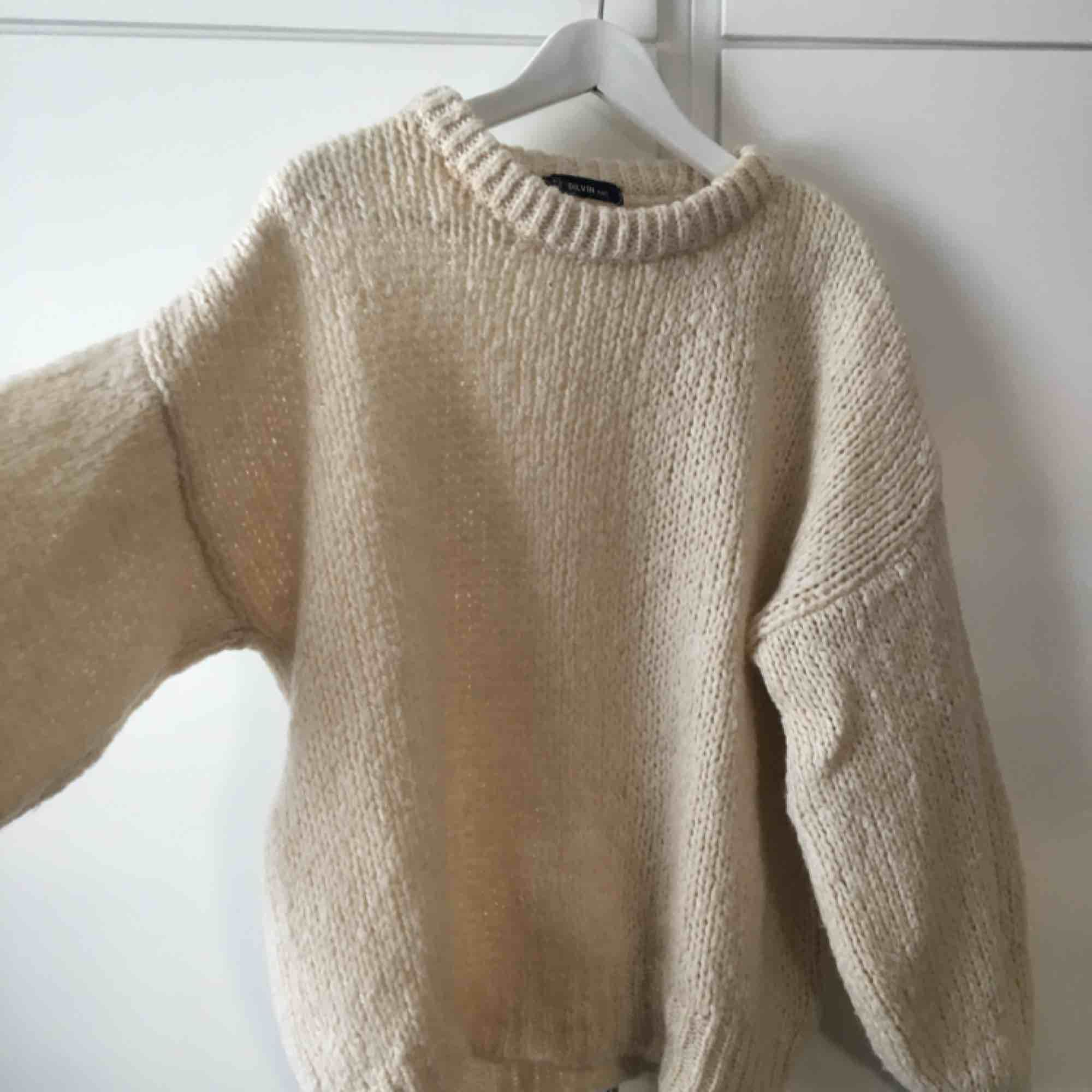 Fin stickad tröja från chiquelle. Onesize (ungefär en M).. Stickat.