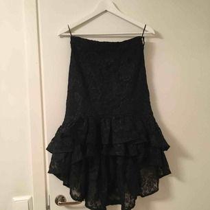 Exklusive collection från Gina Tricot. Omtalad kjol. Aldrig använd!