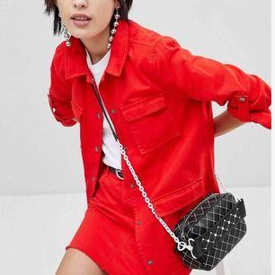 Snyggt jacka + kjol set som bara använts 1 gång.