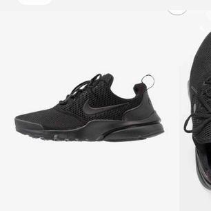 Säljer mina svarta Nike skor för att det inte kommer till användning. Sitter bra och är i bra skick. Frakt ingår i priset.