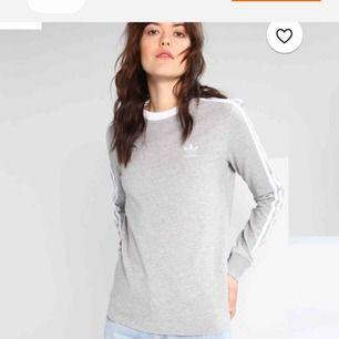 Säljer min Äkta gråa långärmade adidas tröja. Köpt för ca 400. Frakt tillkommer.