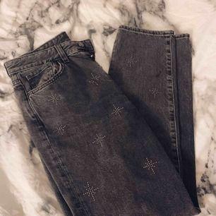 Byxer från h&m knappt använda, i mom jeans modellen